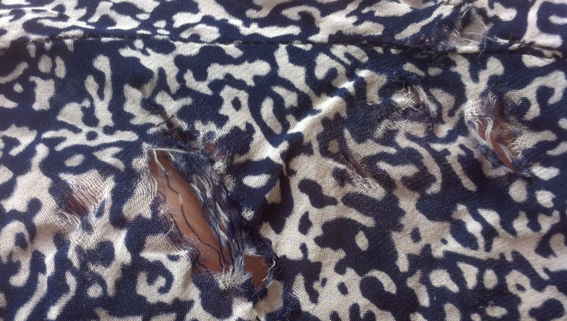 slidhuller i vintage kjole
