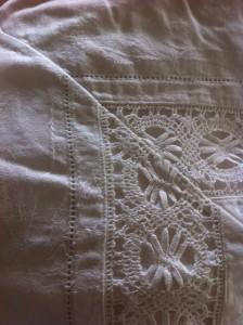 detalje fra vintage sengetøj