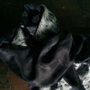 Nui shibori silketørklæde. Håndlavet af Thea Dam Søby