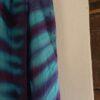 Detalje af turkis og lilla Itajime tørklæde, lavet af Thea Dam Søby