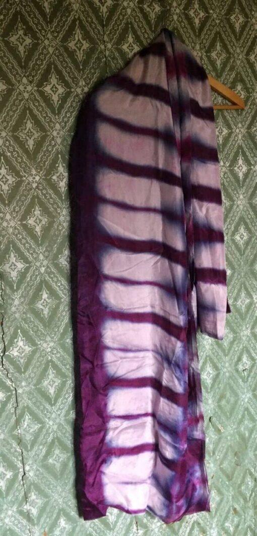 Blommefarvet shibori tørklæde