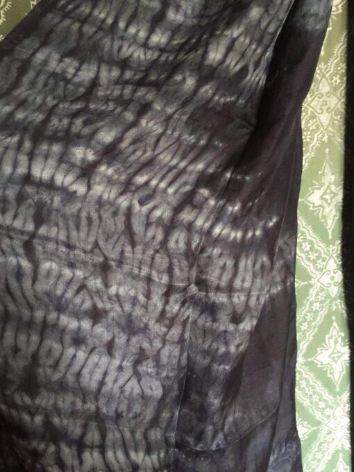 Detalje på shibori tørklæde