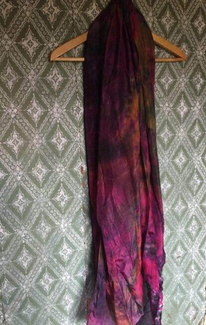 smukt silketørklæde med varme farver
